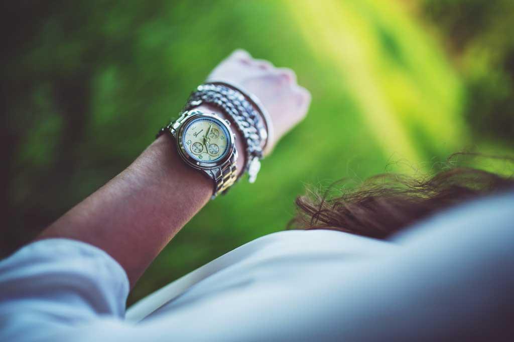 มองนาฬิกา